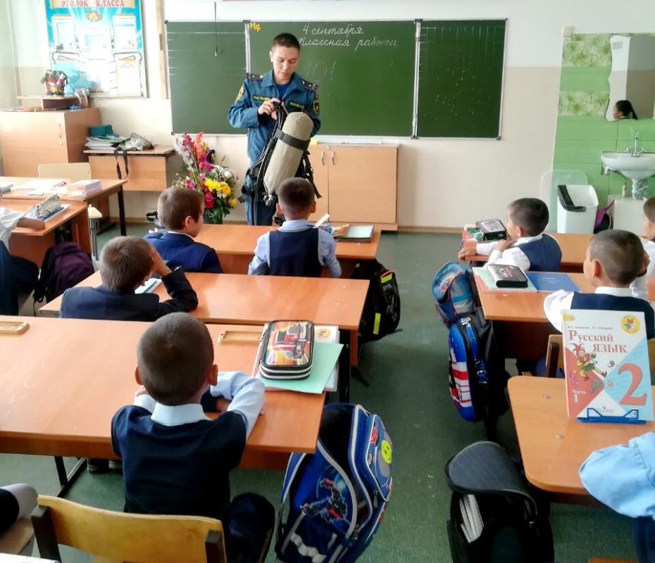 """Открытые уроки в рамках """"Месячника безопасности детей"""" продолжаются в Туве (ФОТО)."""