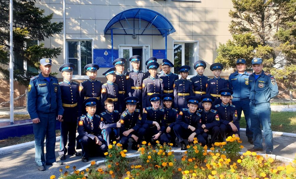 В Туве в рамках месячника гражданской обороны проведен День открытых дверей для учащихся образовательных учреждений (ФОТО).