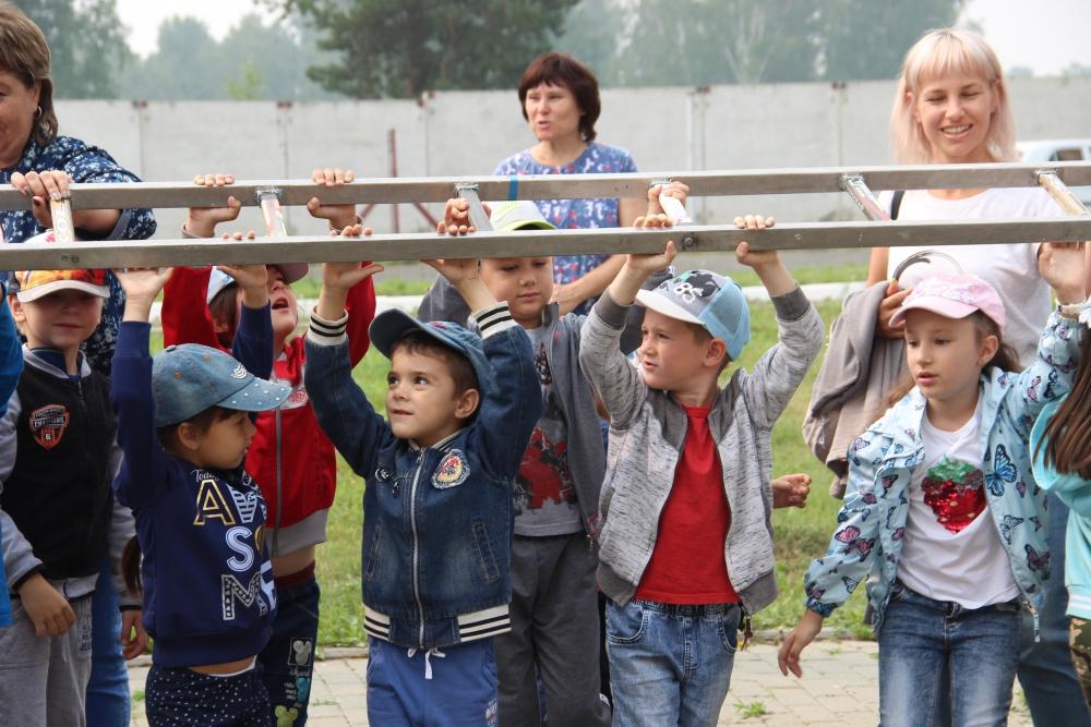 Юные помощники пожарных