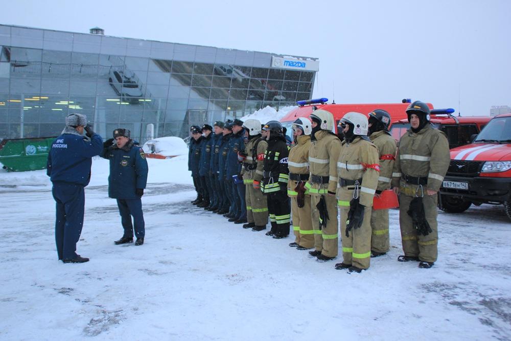 """Пожарно-тактическое учение на базе бизнес-центра """"Маяк"""" в городе Кемерово"""