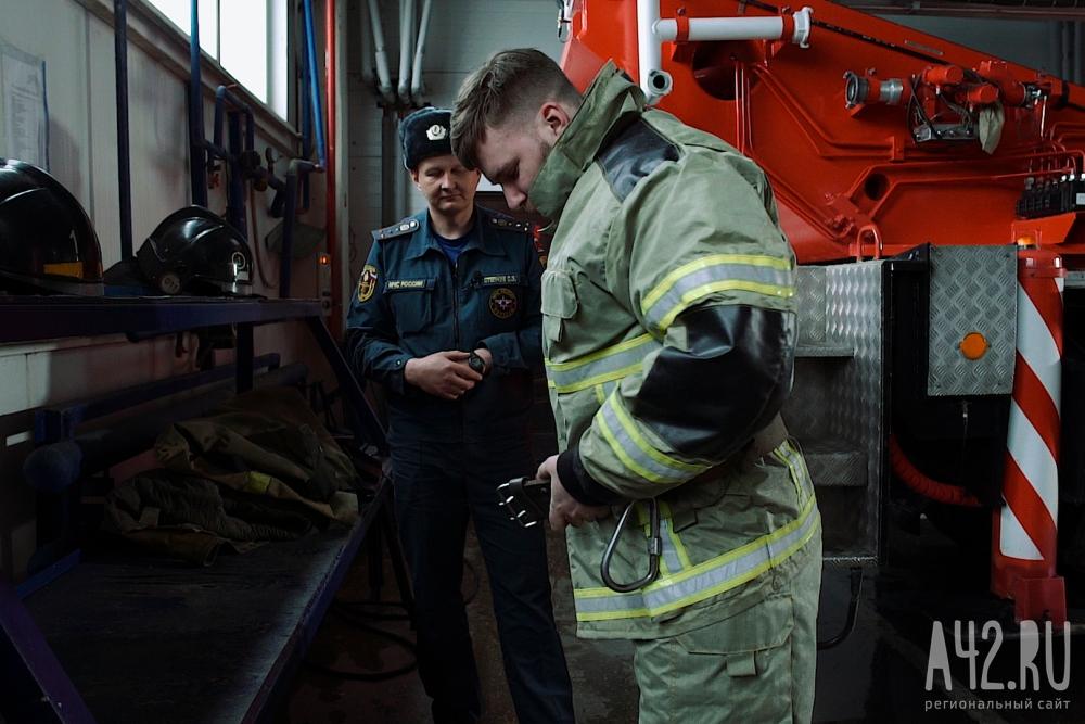 """Корреспондент """"Газеты Кемерова"""" проверил на себе, каково это - быть пожарным."""