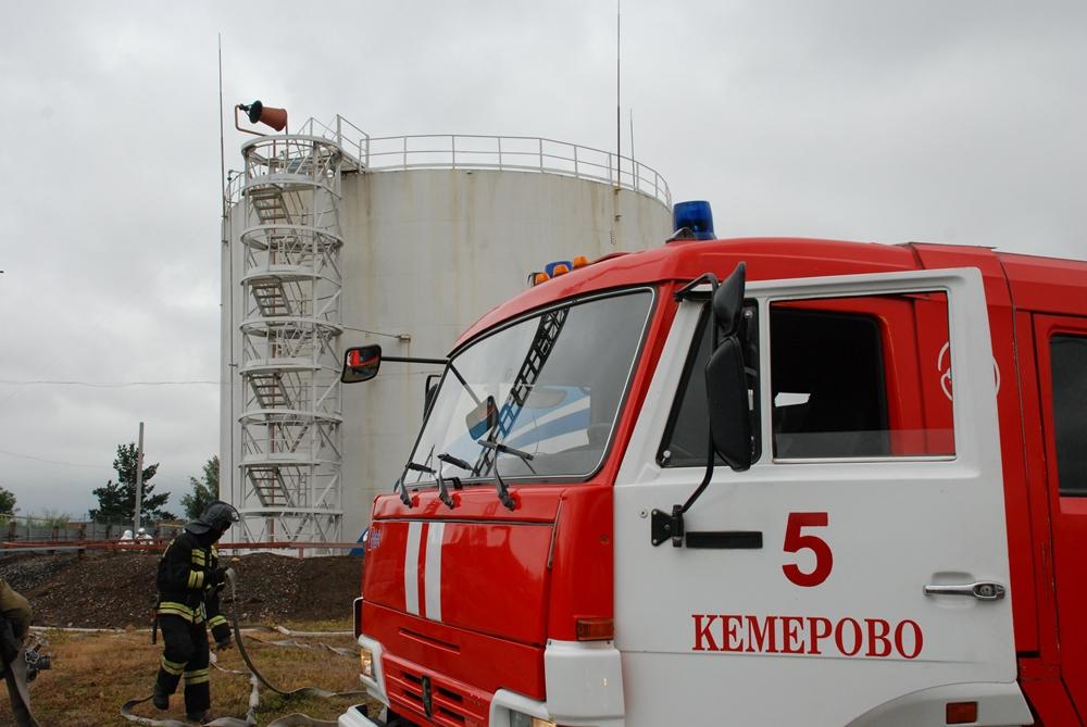 Пожарно-тактическое учение на базе резервуарного парка ООО «Газпромнефть-Аэро» в  Кемерове 24.08.2016 г.