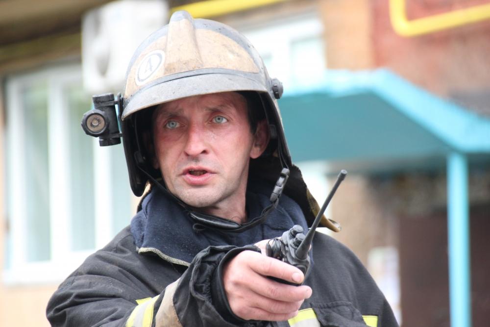 Пожар на кровле многоэтажного дома в Кемерово