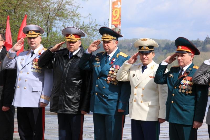 Сотрудники МЧС приняли участие в торжественных мероприятиях, посвящённых 72-ой годовщине победы в Великой Отечественной Войне