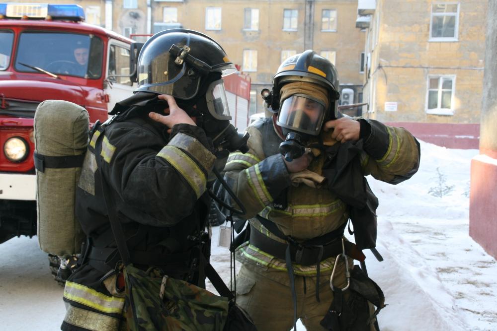 Пожарно-тактическое учение на многоквартирном жилом доме в Кировском районе города Кемерово