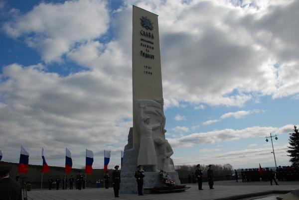 Возложение венков к Памятнику кузбассовцам, погибшим в годы Великой Отечественной войны 1941-1945 г.г.