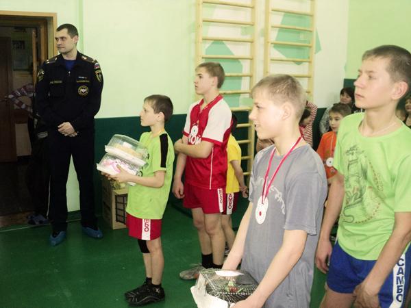 Встреча сотрудников отряда ФПС г. Новокузнецка с воспитанниками Прокопьевского детского дома. 22 февраля 2012 года