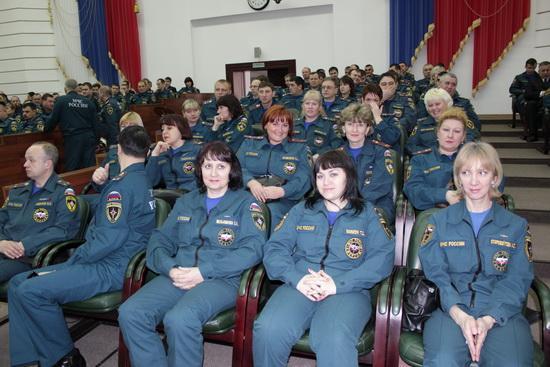 ВРУЧЕНИЕ ЗНАМЕНИ ГЛАВНОГО УПРАВЛЕНИЯ МЧС РОССИИ ПО КЕМЕРОВСКОЙ ОБЛАСТИ