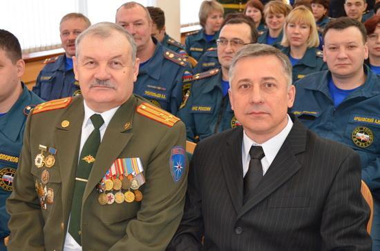 Прибивка знамени Главного управления МЧС России по Кемеровской области