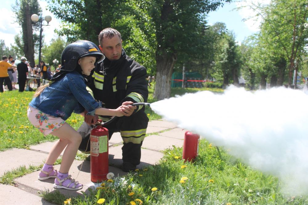 Мастер-класс по пользованию огнетушителями и оказанию первой помощи в рамках Всероссийской акции «Безопасность детства» (9 июня 2019 года)