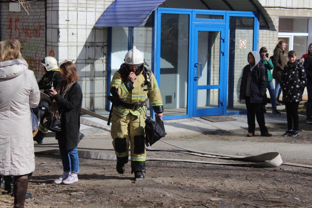 Пожарно-тактические занятия в Томском экономико-юридическом институте (3 апреля 2019 года)