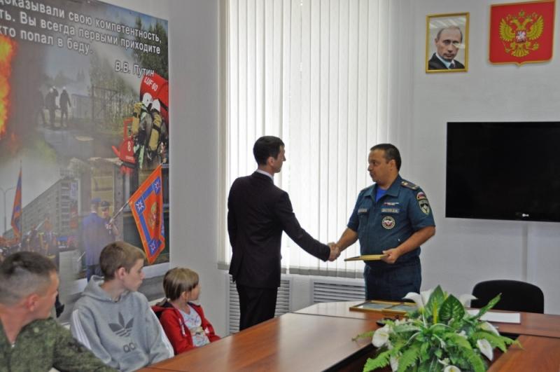 В Северске наградили героев, спасших жизнь восьмилетней девочки