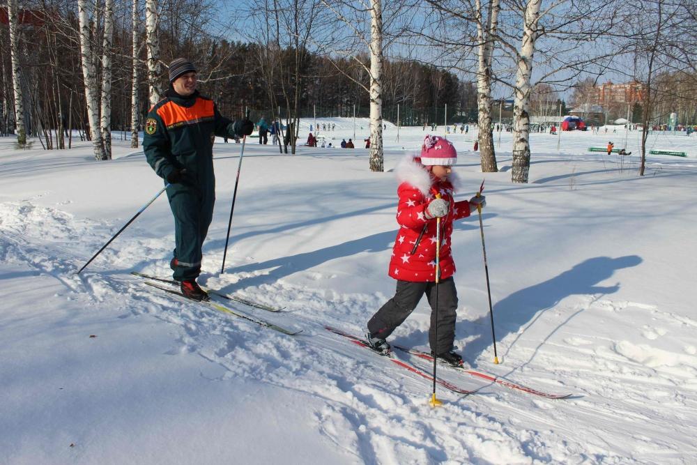 Сотрудники МЧС приняли участие во всероссийской массовой лыжной гонке «Лыжня России-2017»