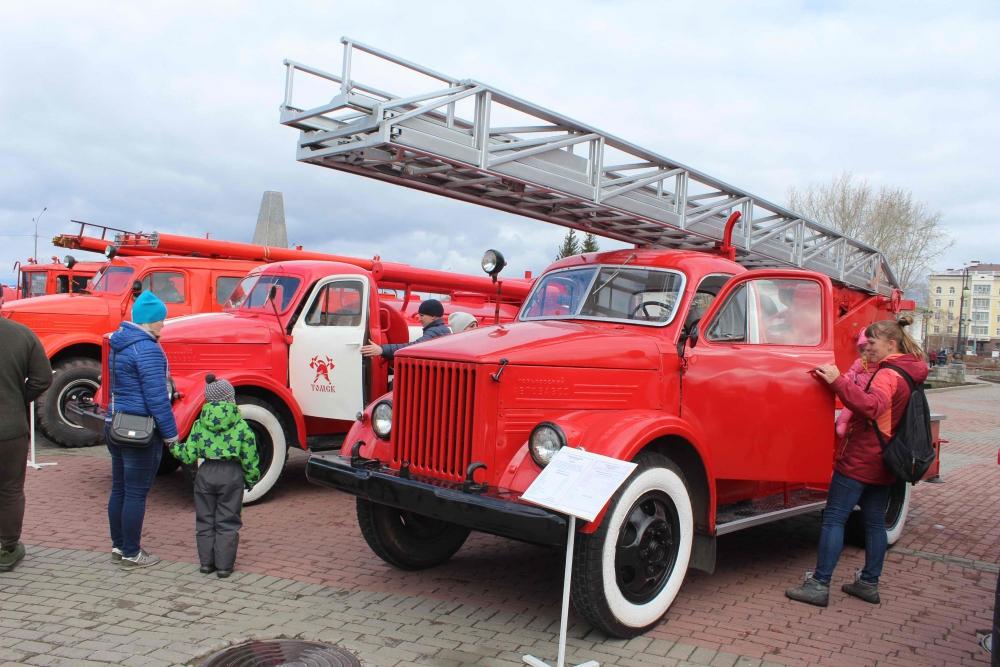 Выставка пожарной техники, приуроченная к 370-летию со дня образования пожарной охраны России (28 апреля 2019 года)