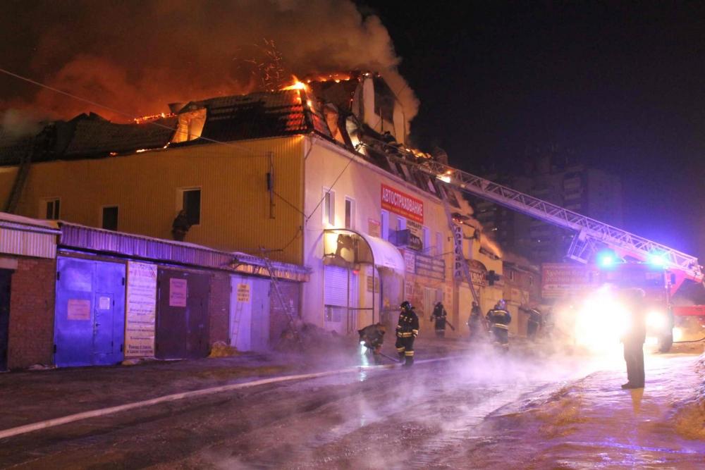 Пожар в административно-торговом здании на пр. Мира