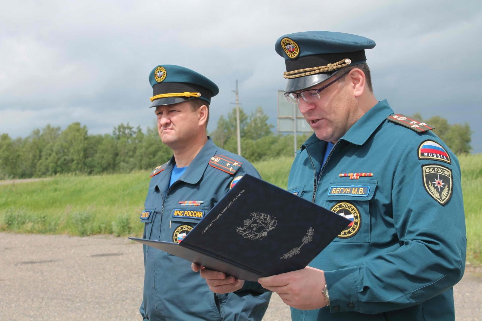 Убытие спасателей Сибирского спасательного центра МЧС России, помогавших томичам во время паводка, в место постоянной дислокации, 10 июня 2015 года