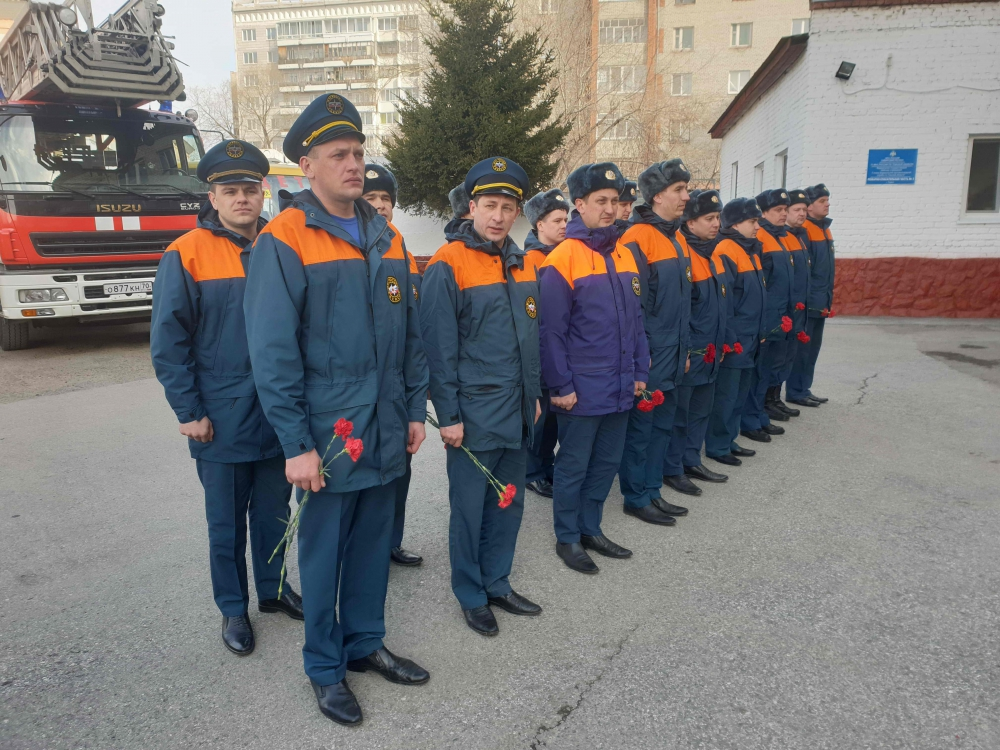 В Томске почтили память пожарных, погибших при исполнении служебного долга (17 апреля 2019 года)