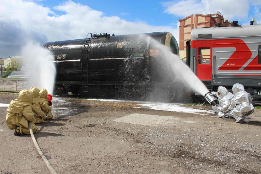 Учения по ликвидации чрезвычайной ситуации, обусловленной аварийным разливом нефтепродуктов и транспортной катастрофой на железнодорожном переезде