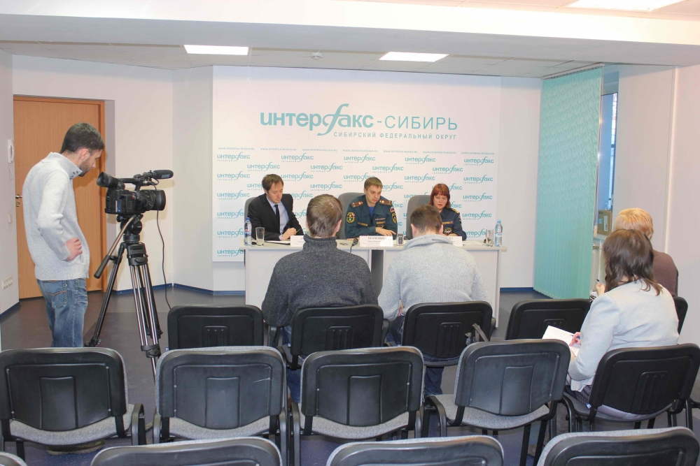 """Пресс-конференция в агентстве """"Интерфакс-Сибирь"""" по безопасности на ледовых переправах, организации пунктов обогрева, 13 ноября 2015 года"""