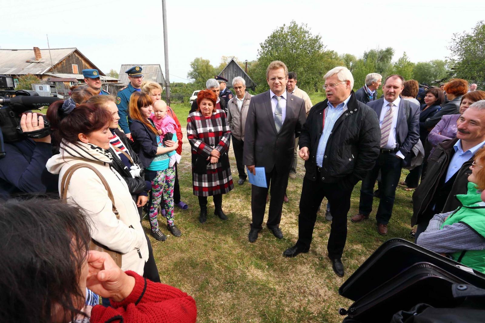 Губернатор Томской области Сергей Жвачкин посетил Чаинский и Колпашевский районы, где проверил, как ликвидированы последствия весеннего половодья и оказана помощь пострадавшим, 4 сентября 2015 года