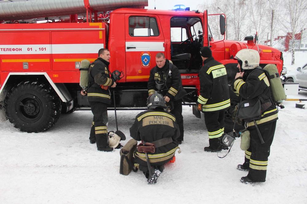 Пожарно-тактические учения в торговом центре по продаже строительных материалов и товаров для дома на ул. Вершинина