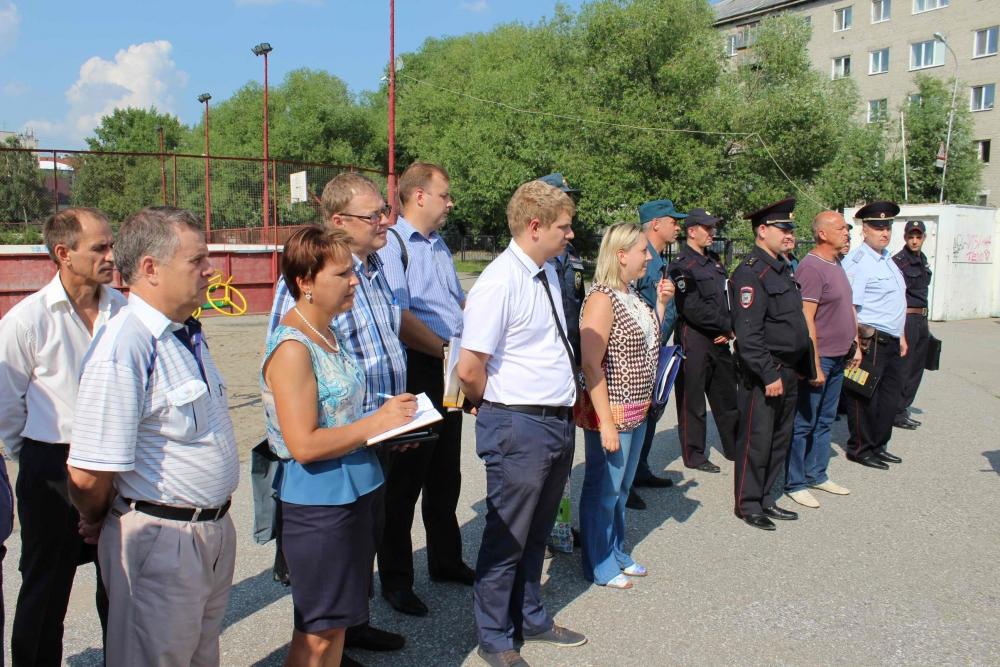 Оперативно-мобильные группы из числа сотрудников МЧС и полиции, представителей городской и районных администраций, волонтеров Россоюзспаса патрулируют водоемы Томска, 13 июля 2016 года