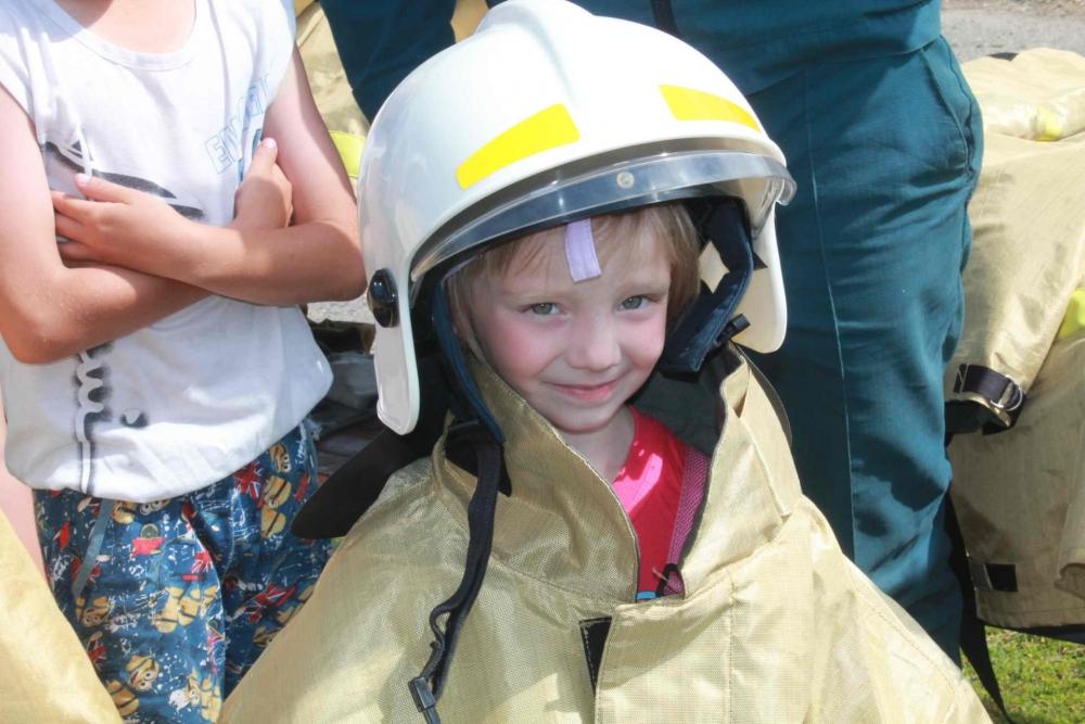 День пожарной безопасности для детей из пяти детских лагерей села Молчанова, 21 июня 2016 года