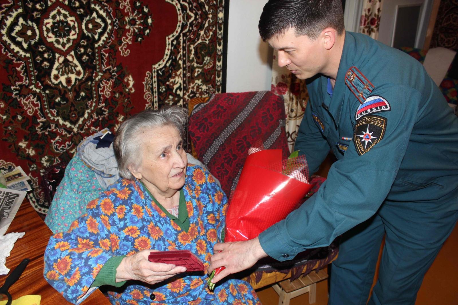 Вручение труженикам тыла юбилейных медалей «70 лет Победы в Великой Отечественной войне 1941-1945 гг.», 23 апреля 2015 года