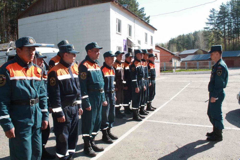Военнослужащие Сибирского спасательного центра МЧС России патрулируют населенные пункты Томской области, 6 мая 2016 года