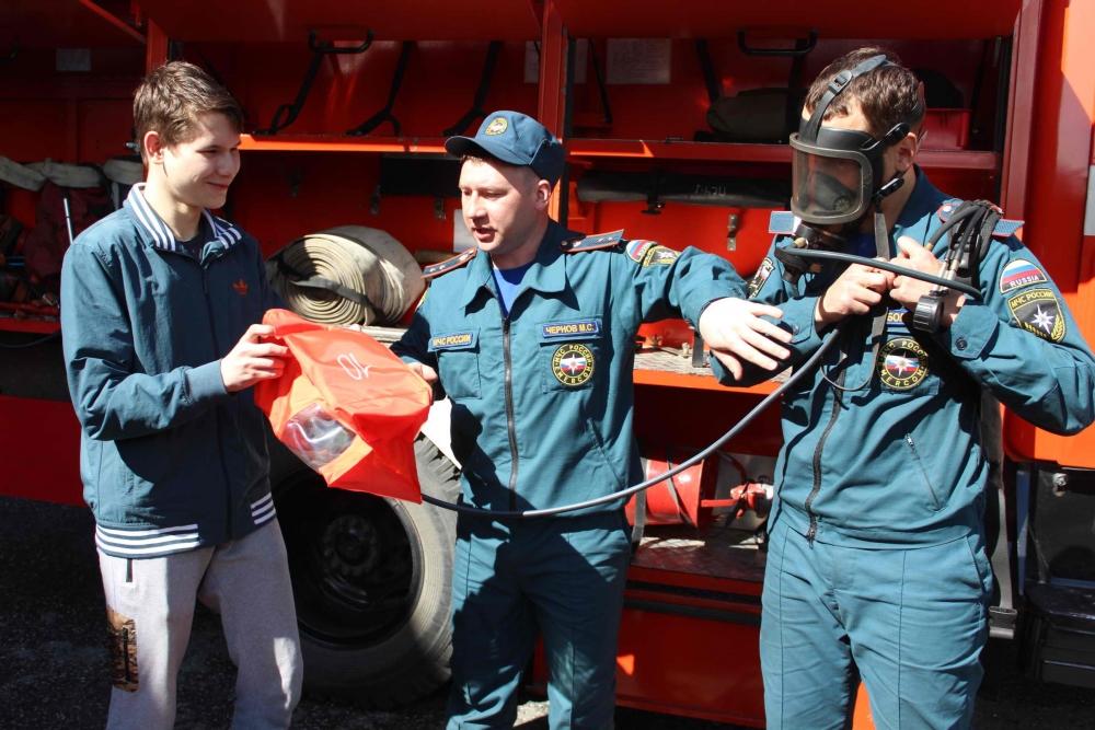 На базе пожарно-спасательной части № 1 г. Томска для учащихся общеобразовательных учреждений прошли открытые уроки по оказанию первой помощи в рамках акции «Научись спасать жизнь!»