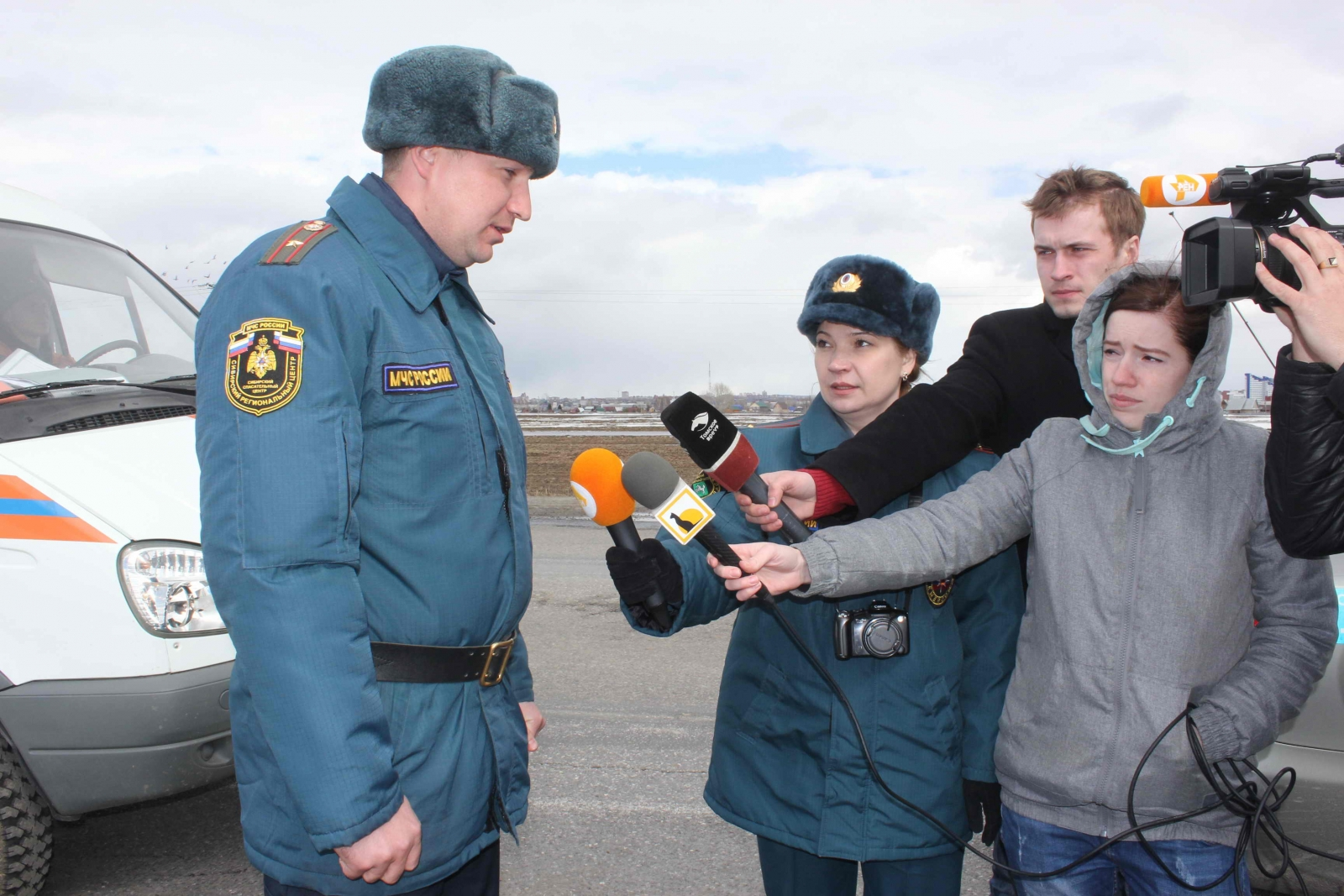 Прибытие отряда военнослужащих Сибирского спасательного центра МЧС России, 14 апреля 2015 года