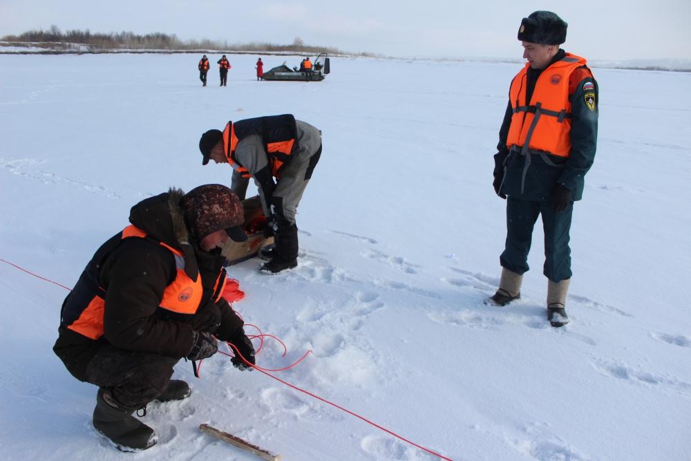 Ледовзрывные работы на реке Томь у населенного пункта Батурино Томского района (20 марта 2019 года)