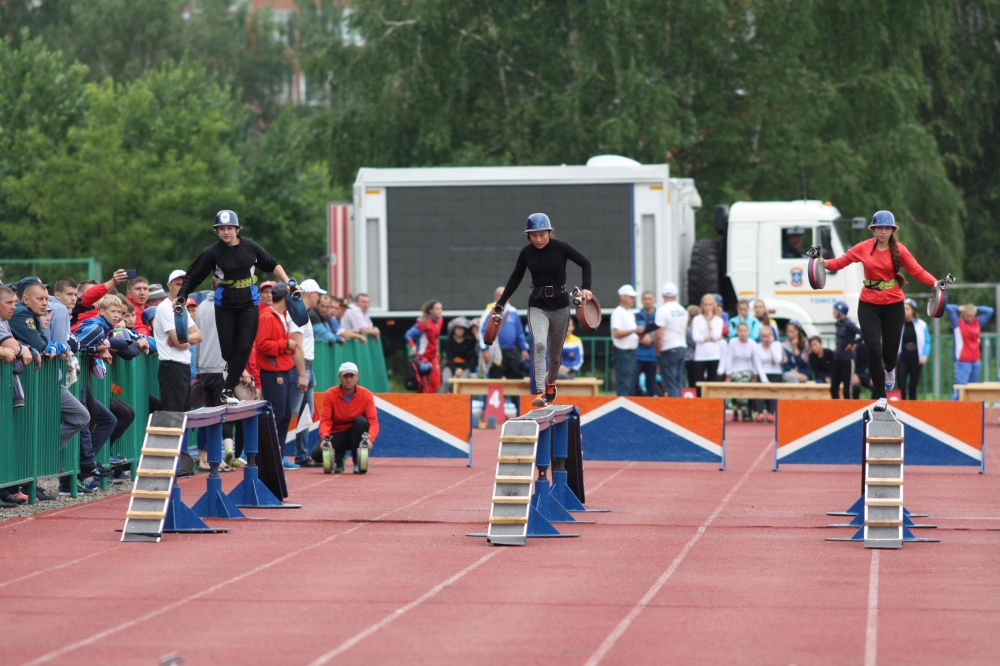 Всероссийские зональные соревнования МЧС России по пожарно-спасательному спорту. 100-метровая полоса, пожарная эстафета.