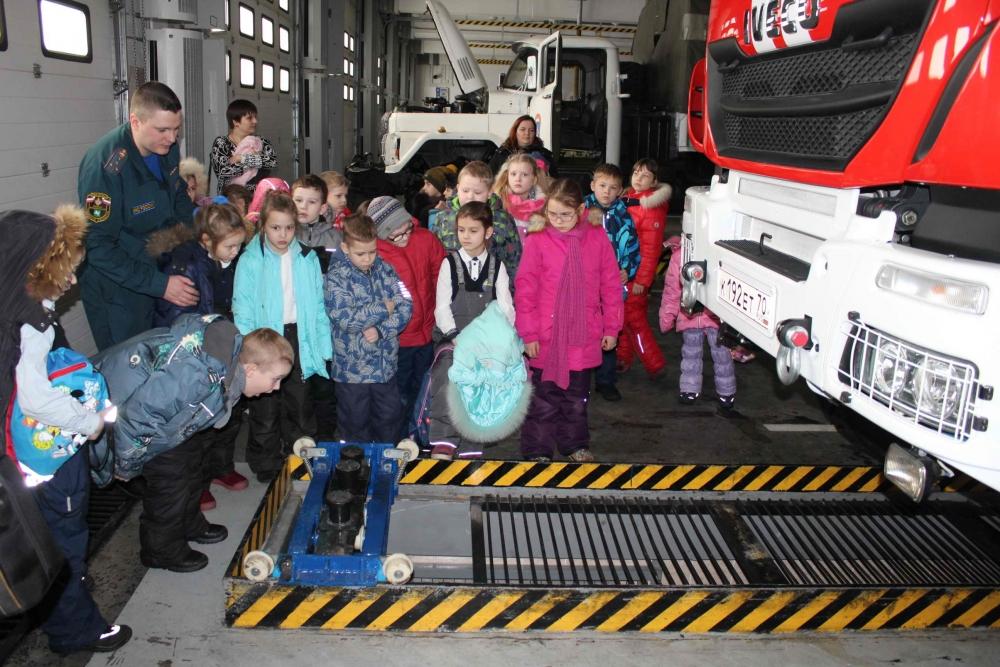 Учащиеся гимназии № 24 посетили специализированную часть № 16 по тушению крупных пожаров
