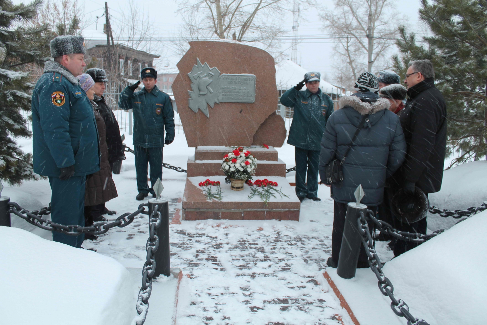Возложение венков к памятнику пожарных, погибшим при исполнении служебного долга, 27 декабря 2014 года