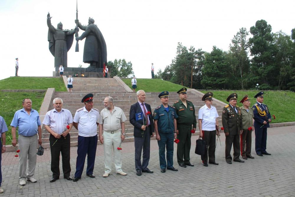 Сотрудники МЧС приняли участие в торжественных мероприятиях, посвященных 90-летию со дня образования ДОСААФ России