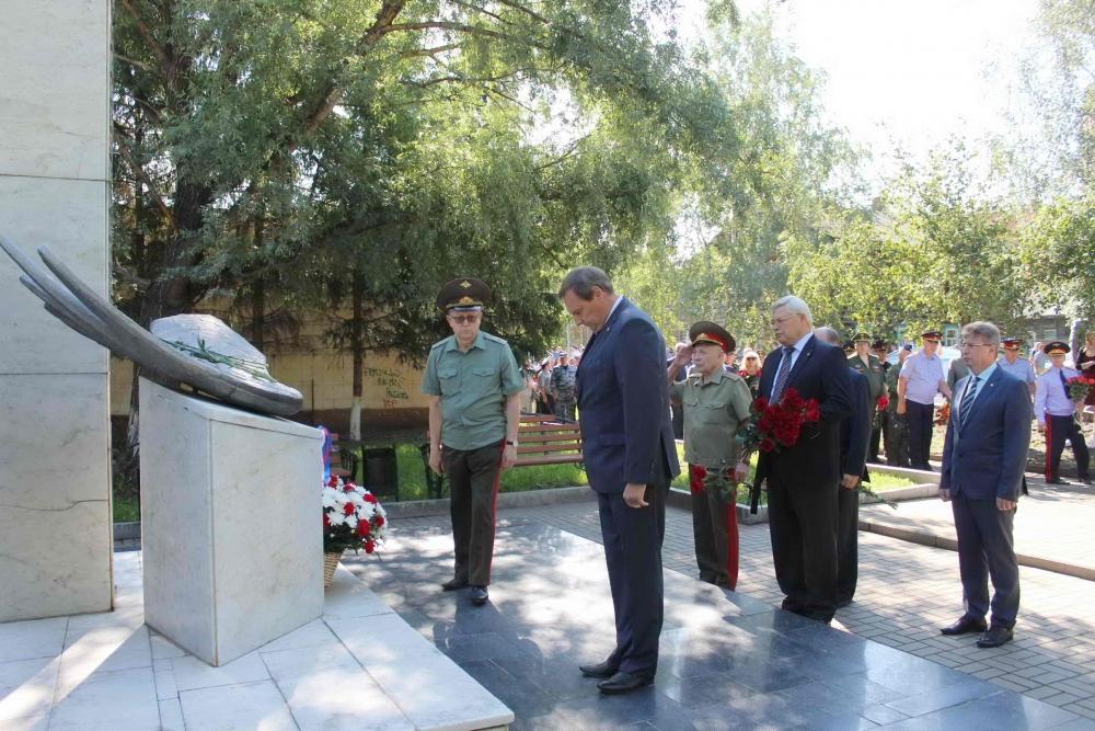 20 лет со дня трагедии в Томском высшем военном командном училище связи. Томичи почтили память погибших курсантов.
