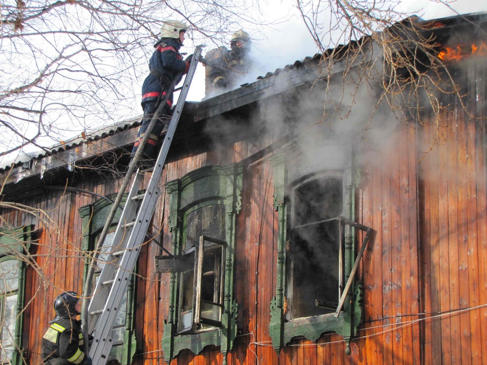 Пожар в г. Томске на ул. Средне-Кирпичной, 34 (10 марта 2015 года)