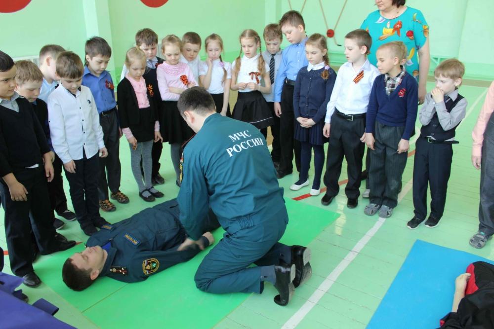 В томских школах проходят открытые уроки по основам безопасности жизнедеятельности, посвященные Дню пожарной охраны