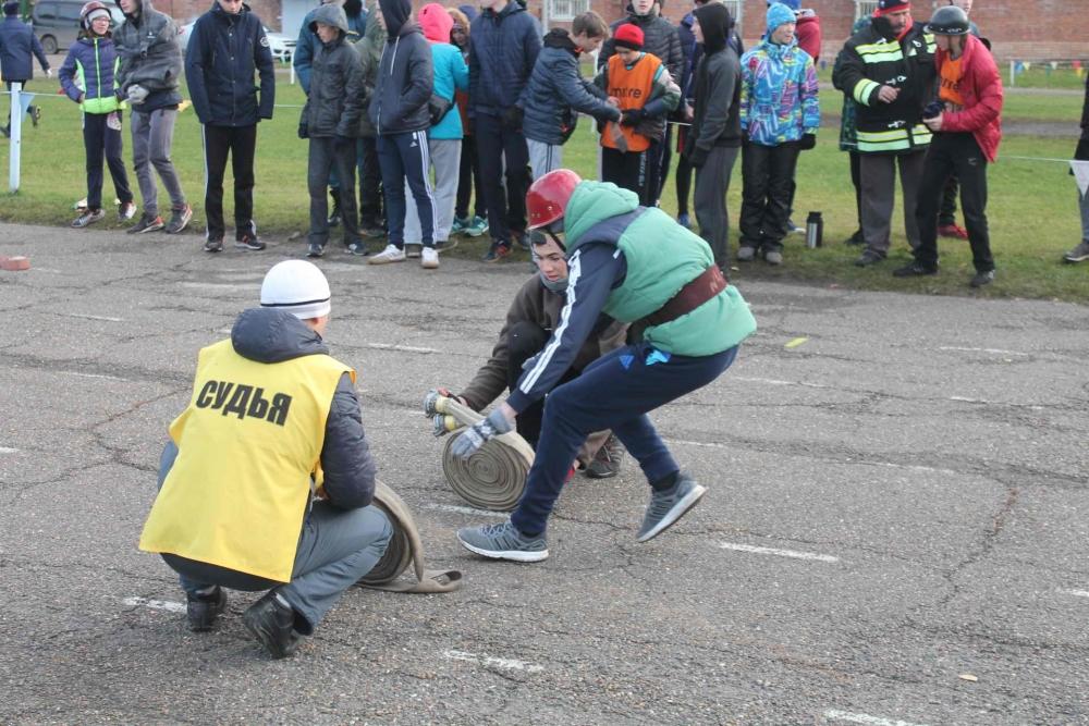 Соревнования по пожарно-прикладному спорту среди дружин юных пожарных школ г. Томска (преодоление стометровой полосы с препятствиями, пожарная эстафета, награждение победителей)