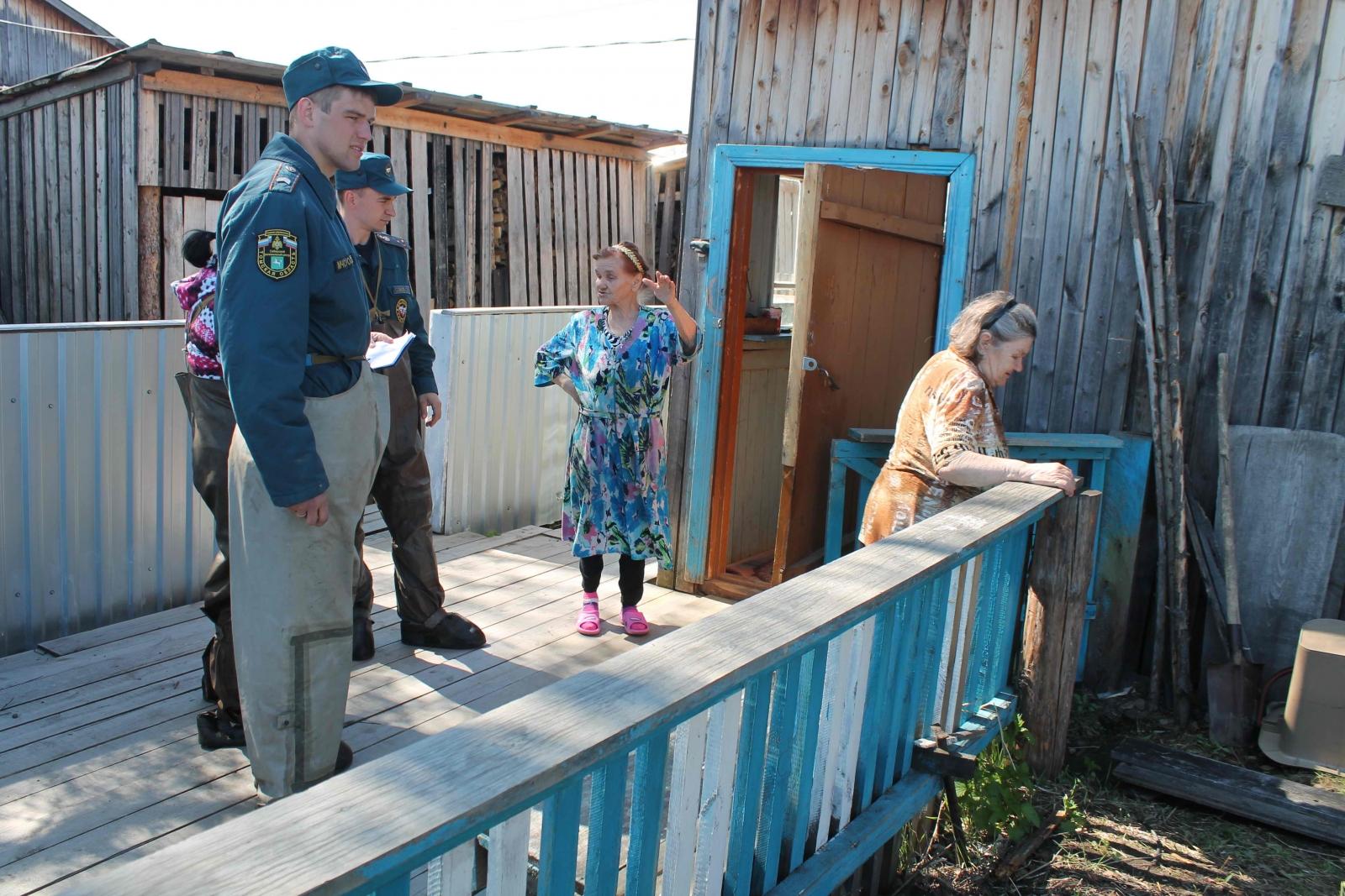 Оказание помощи жителям подтопленных поселков в Молчановском районе, 7-16 мая 2015 года