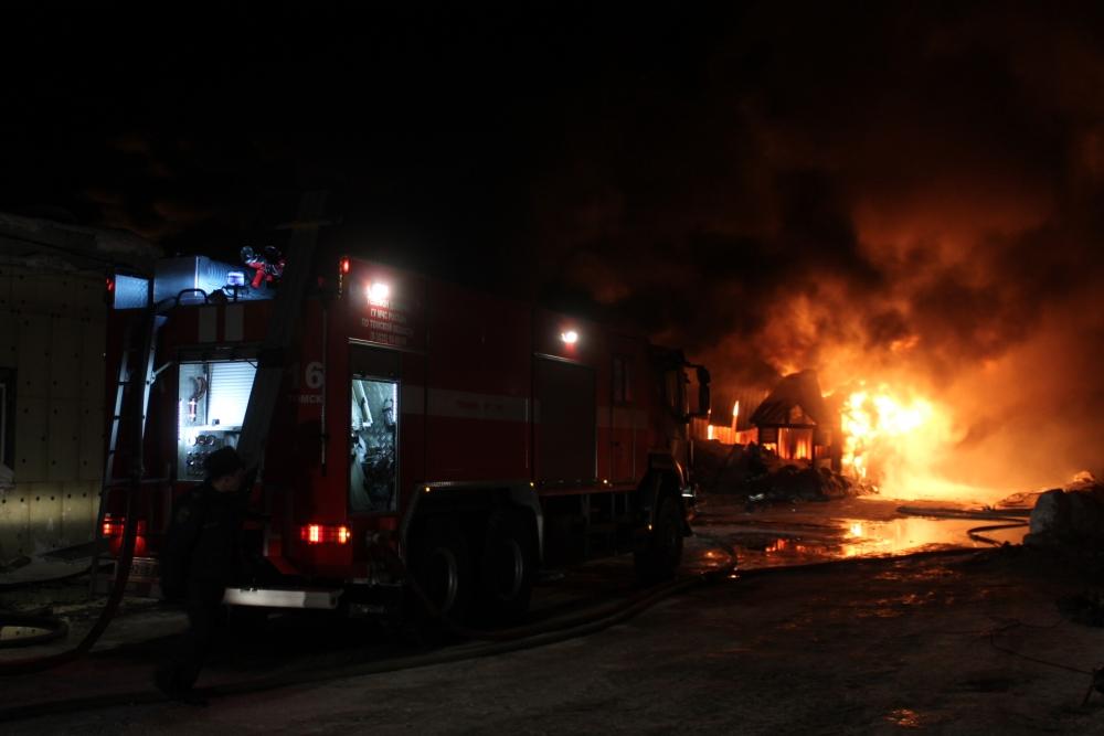 Пожар в производственном здании на ул. Ижевской