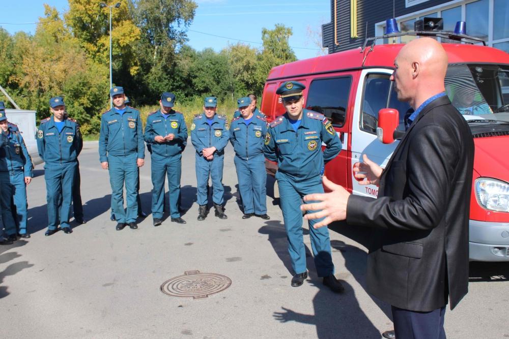 Занятие с сотрудниками томского пожарно-спасательного гарнизона по изучению оперативно-тактических особенностей торгово-развлекательных центров «Изумрудный город» и «Клевер»