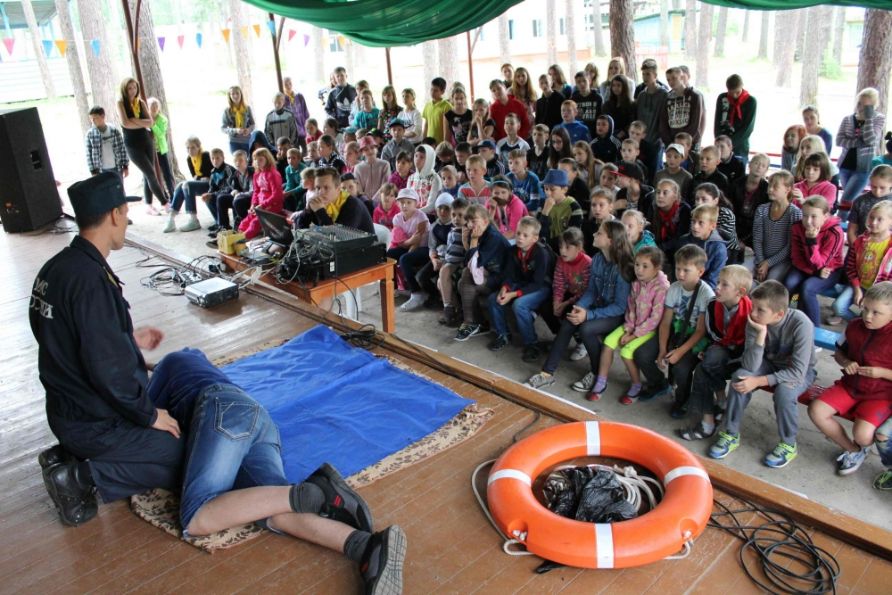 """Занятия в детских оздоровительных лагерях в рамках акции """"Вода-безопасная территория"""""""