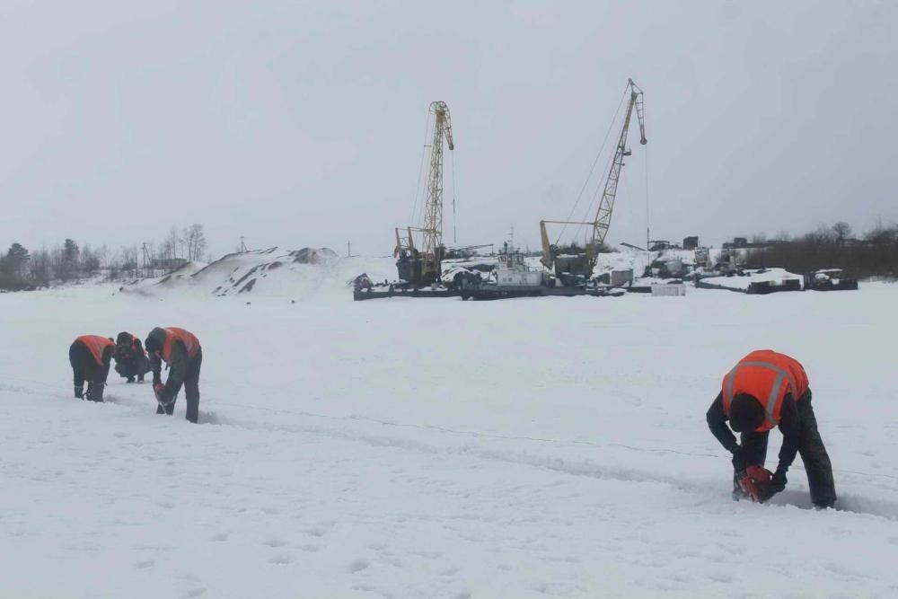 Ледорезные работы на реке Томь, 14 марта 2016 года