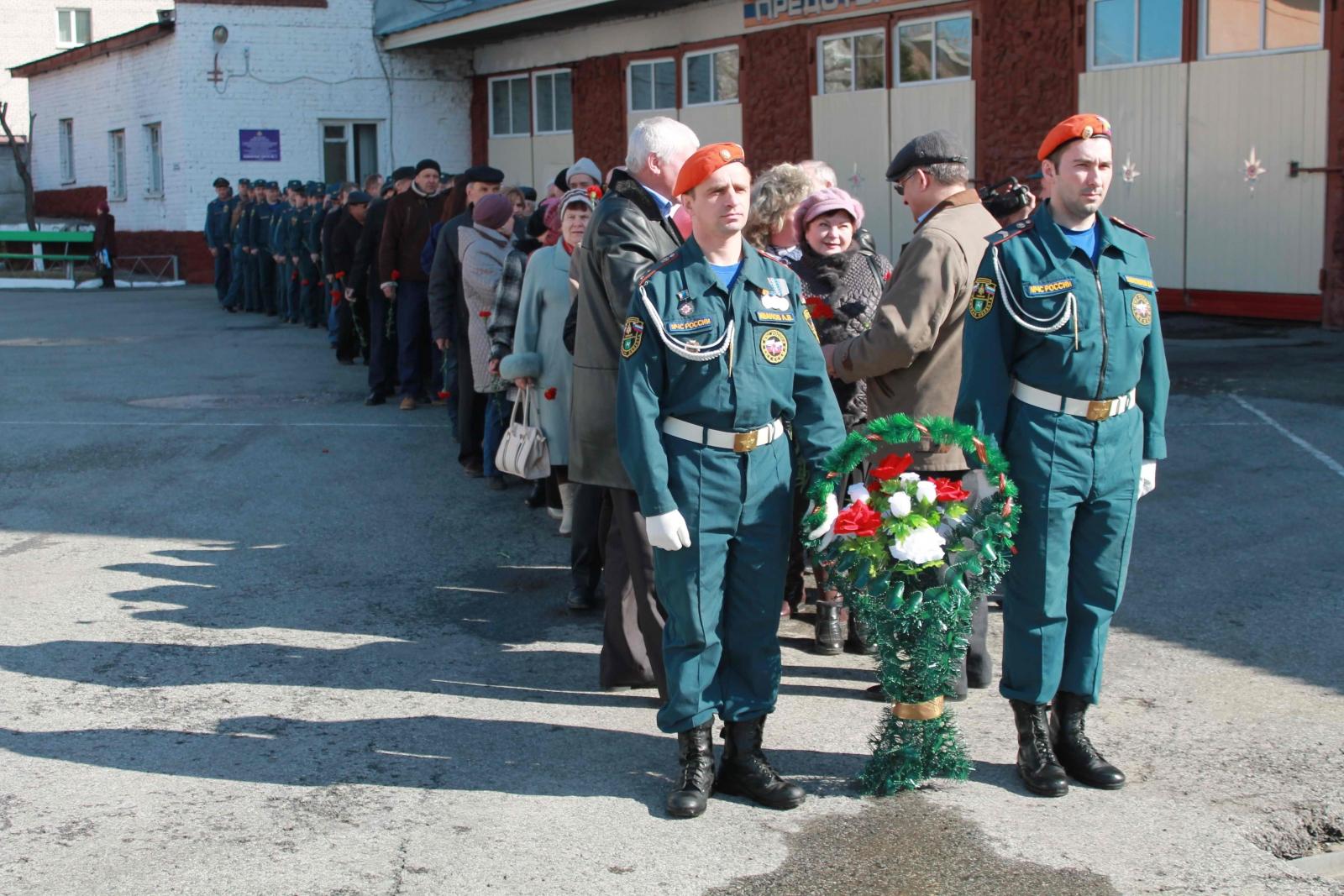 Томичи почтили память пожарных, погибших при исполнении служебного долга, 17 апреля 2015 года