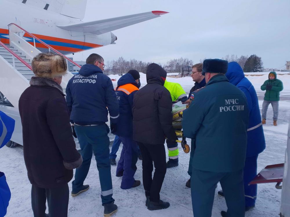 Спецборт МЧС России совершил санитарно-авиационную эвакуацию пятерых тяжелобольных людей из Томска в Нижний Новгород (7 января 2019 года)
