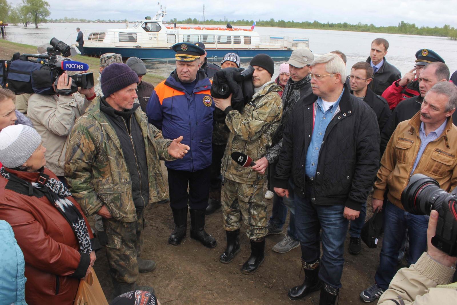 Губернатор Томской области Сергей Жвачкин посетил Чаинский и Колпашевский районы, пострадавшие от весеннего половодья, 23 мая 2015 года
