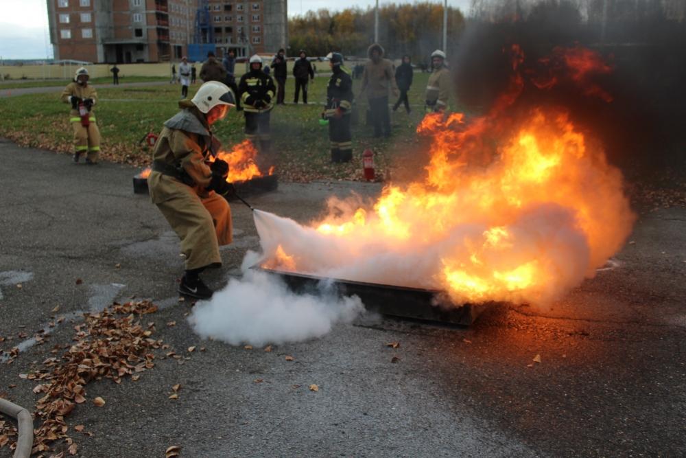 Соревнования по пожарно-прикладному спорту среди дружин юных пожарных общеобразовательных учреждений Томска (преодоление стометровой полосы с препятствиями, пожарная эстафета, награждение победителей)