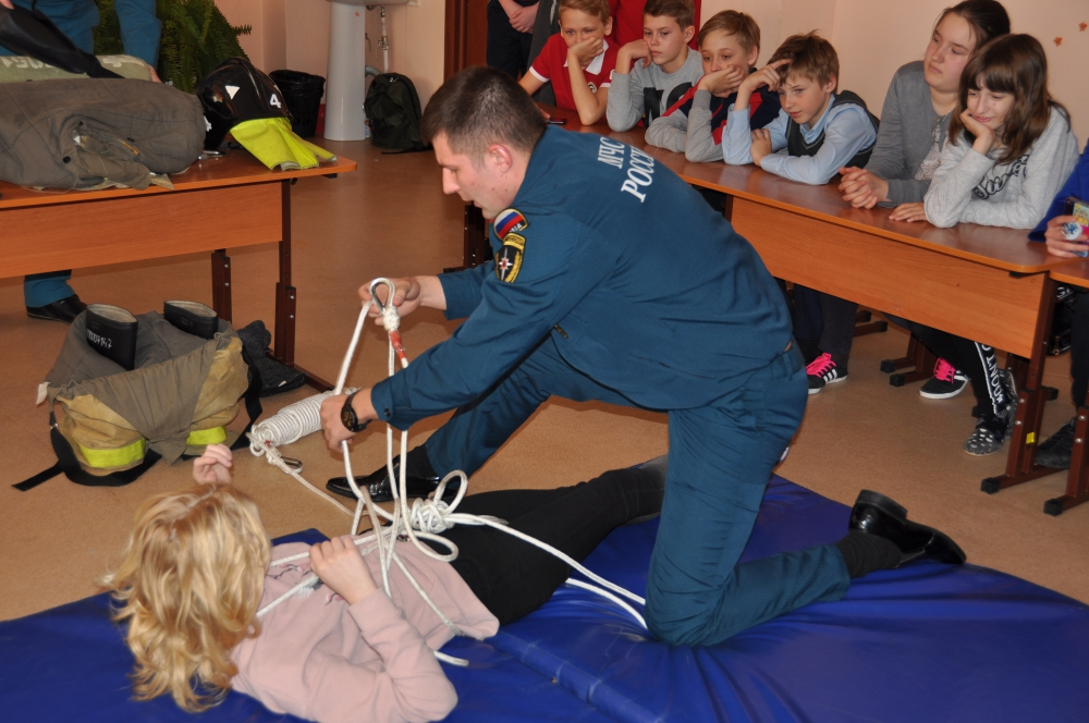 """Профориентационное мероприятие """"Фестиваль профессий"""" в школе № 90"""